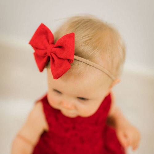 Lilie Evelia Bow, Red